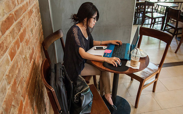 girl studying in cafe